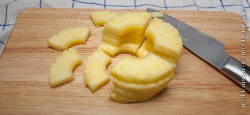 Découpez l'ananas