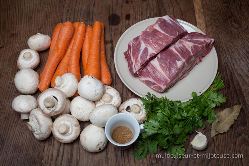 Ingrédients pour le porc mijoté au multicuiseur