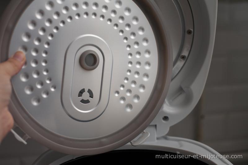 Démonter le couvercle pour nettoyer le multicuiseur